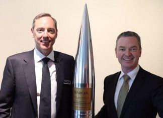 Robert Nioa and Defence Minister Christopher Pyne